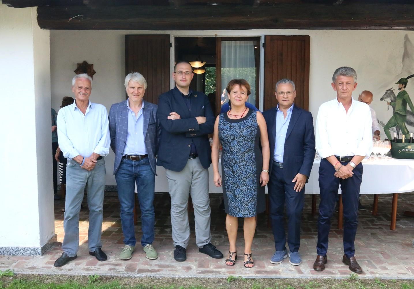 b41c5db4c È ancora profondamente vivo il gemellaggio che unisce Busto Garolfo a  Senise. Un amicizia che supera gli oltre 900 km che separano la Lombardia  dalla ...
