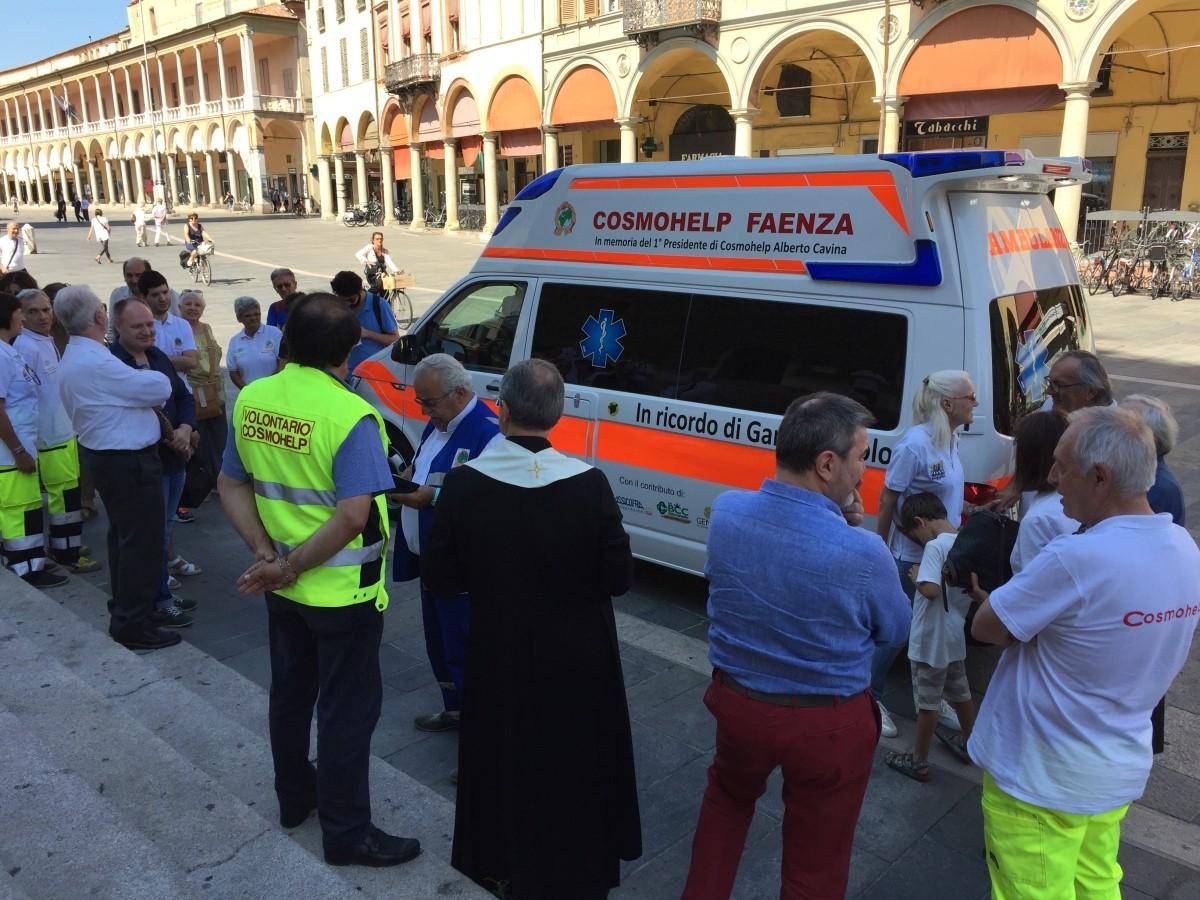 Nuova ambulanza per Cosmohelpm con il contributo de LA BCC
