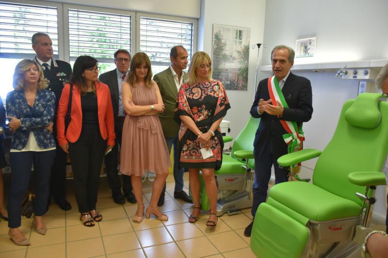 Dono poltrone da Avis a Medicina Trasfusionale Forlì. Con LA BCC