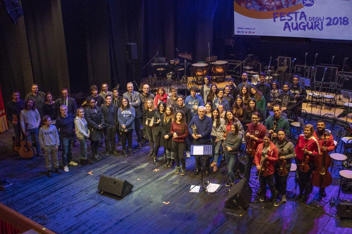 La foto di gruppo della scorsa edizione (2018) della Festa degli Auguri per i Soci de LA BCC