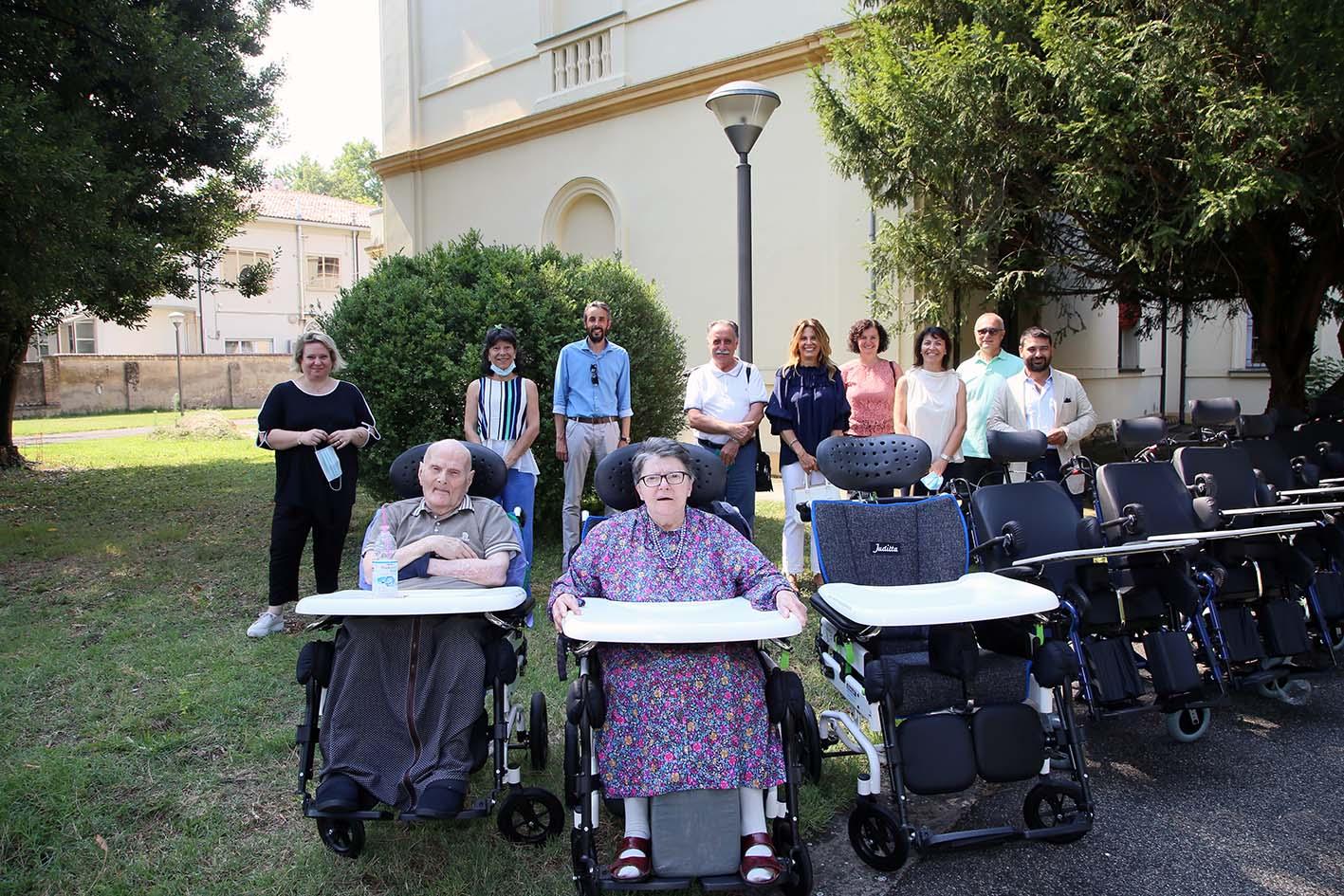 Donazione de LA BCC per migliorare le condizioni di vita degli anziani