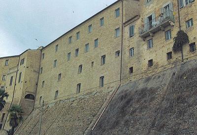 palazzo sciarra sede banca del Piceno 1
